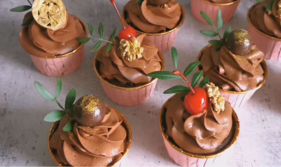 Как приготовить вкусные шоколадные капкейки в домашних условиях